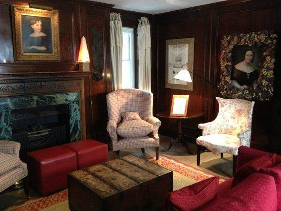 The Pelham Hotel: Library/Lounge