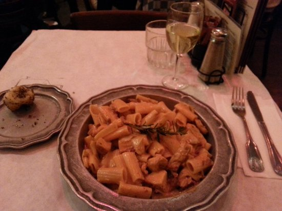 Palazzio Trattoria Italiana: Papa Ruby's Pasta dish - Delicious and HUGE