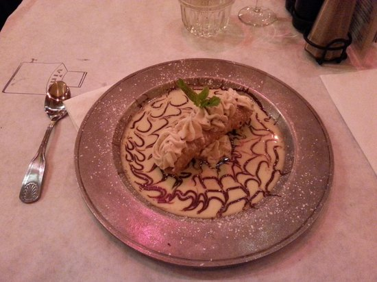 Palazzio Trattoria Italiana: The cannoli from heaven!!
