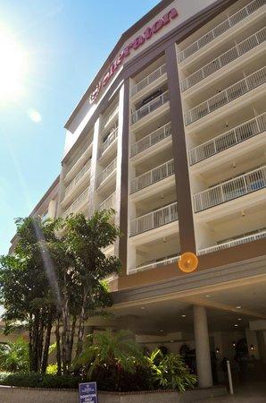 Sheraton Tampa Riverwalk Hotel: Front of the hotel