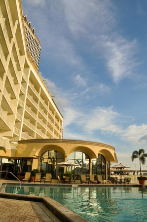 Sheraton Tampa Riverwalk Hotel: Pool on the river