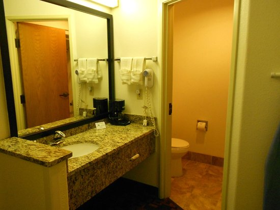 Quality Inn & Suites Limon: vanity