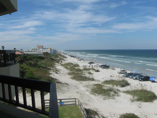 Best Western New Smyrna Beach Hotel & Suites: View from the deck, right on beach!!
