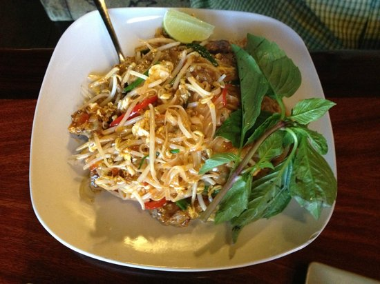 Pho Green Papaya : Beef Pad Thai