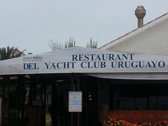 Yacht Club Uruguayo: cartel en acceso