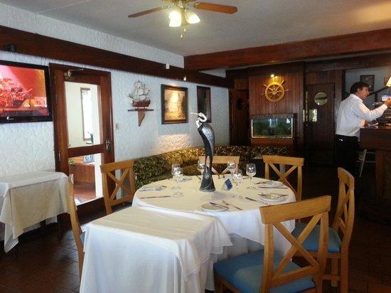 Yacht Club Uruguayo : salon comedor