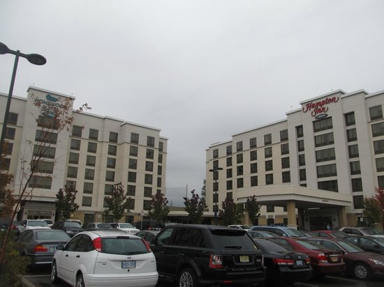 Hampton Inn by Hilton Toronto Airport Corporate Centre: Hampton Inn and Homewood Suites.