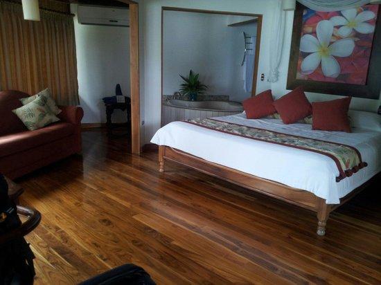 Tango Mar Beachfront Boutique Hotel & Villas: Tikki luxury room.
