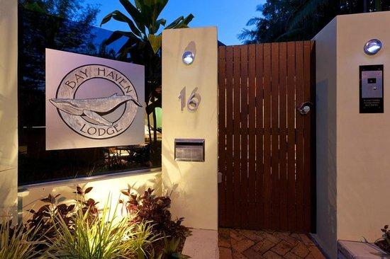 Bayhaven Lodge: Front Entrance