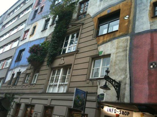Hundertwasserhaus: 12