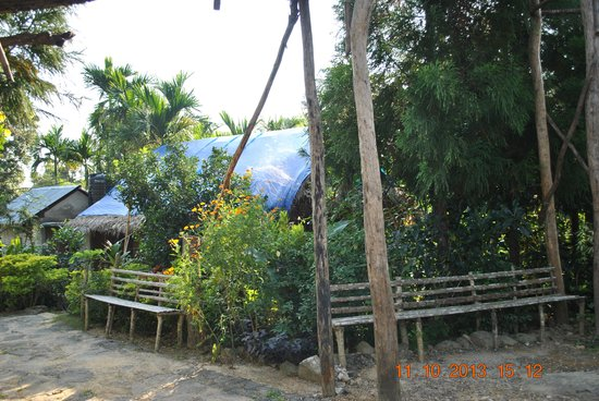 Mawlynnong Waterfall: view of home stay