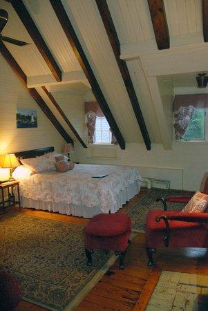 Broadwater Inn: Library room