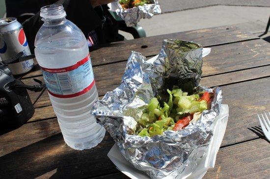 Ruddell's Smokehouse: Lunchen, tonfisk med sallad i tacobröd.