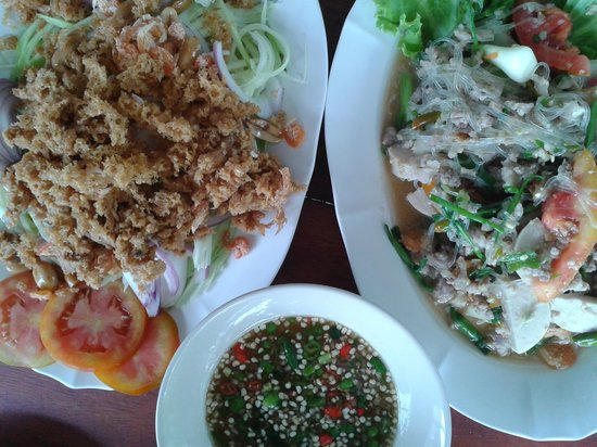 Lanta Restaurant: Crispy Fish Salad & Spicy Glassnoodles Salad with Pork - Tried these two dishes as suggested by