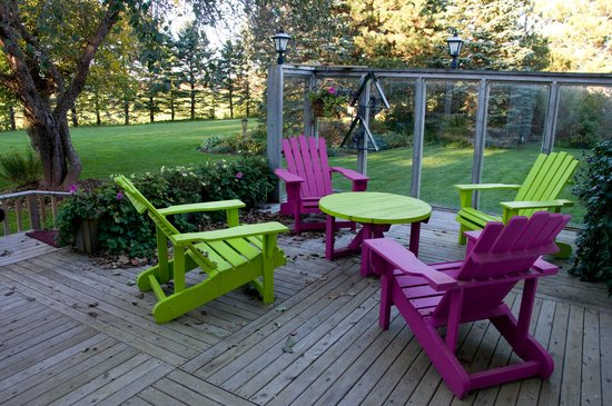 Baker's Chest Tearoom and B&B: Colourful patio chairs