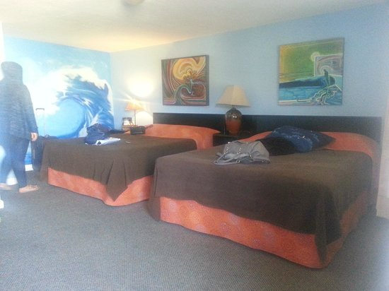 Sandy Cove Inn: Ocean Wave Room 2 queen beds