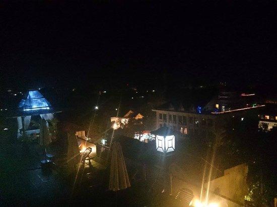 City River Hotel: 屋上からの眺め(夜)