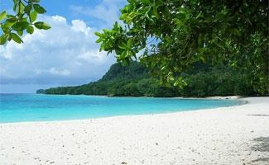 The Vanuatu Cultural Centre : Turquoise waters and soft white sand.