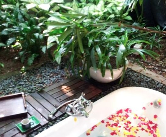 Aramsa ~ The Garden Spa: Outdoor Garden Private Bath attached to each treatment room