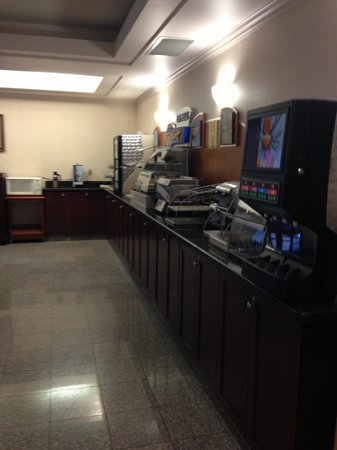 Holiday Inn Express - Kamloops: Breakfast Area