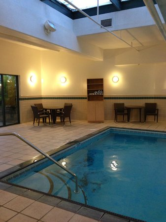 Holiday Inn Express - Kamloops: Pool