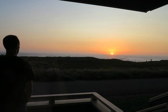 Surf & Sand Lodge: Sunset view from our room