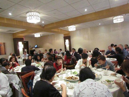 Kirin Mandarin Restaurant: Fast moving chop sticks during the mid-day hour
