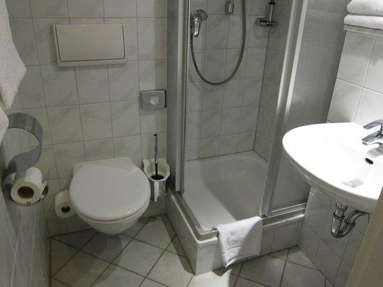 Leonardo Hotel Freital: レオナルド ホテル ドレスデン フライタール  ・・・清潔なシャワー室・トイレ