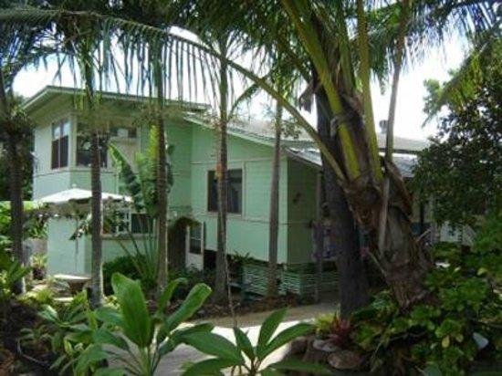 Hostelling International - Honolulu: Men's and Women's Dormitory Building