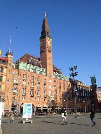 Scandic Palace Hotel: Hotel vom Rathausplatz aus