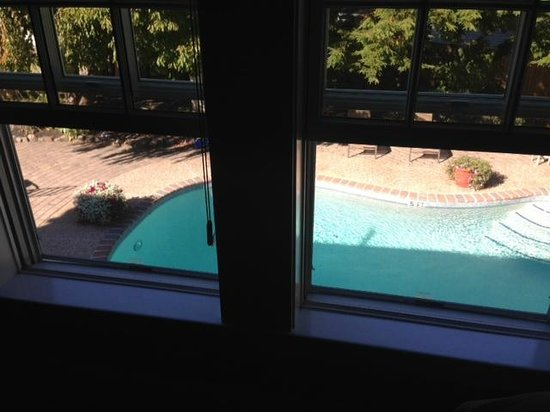 Gazebo Inn Ogunquit: Pool view from Barn Suite 4