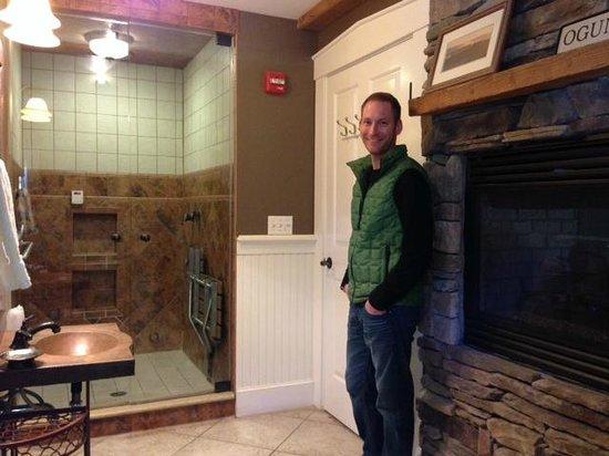 Gazebo Inn Ogunquit: Steam shower & double sided fireplace