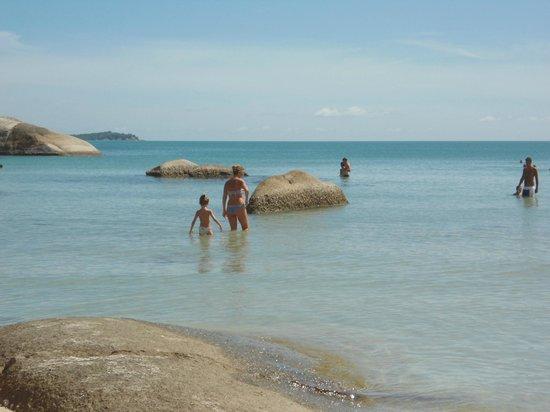 Thong Takhian Beach (Silver Beach) : shallow water