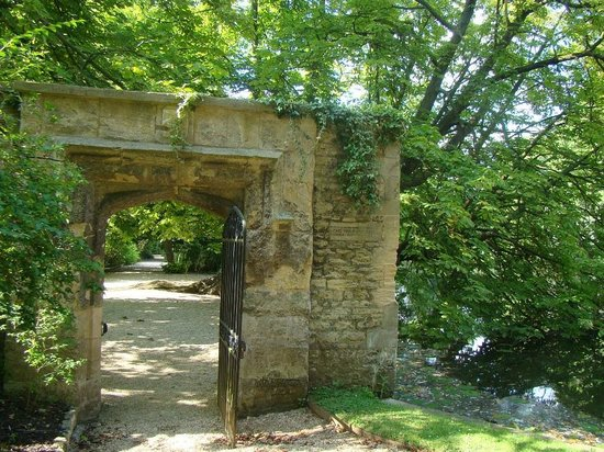 Old Gateway Worcester College grounds
