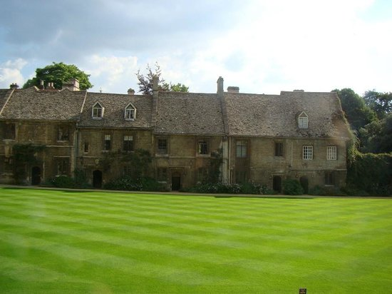 Worcester College: Perfect Lawn