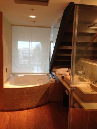 Insotel Fenicia Prestige Suites & Spa: Baño con bañera hidromasaje