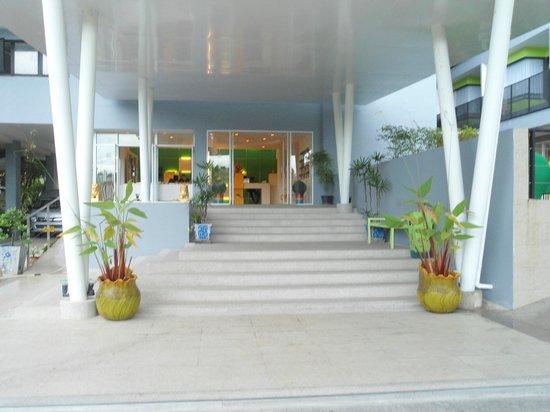 Samui Verticolor: entry to resort