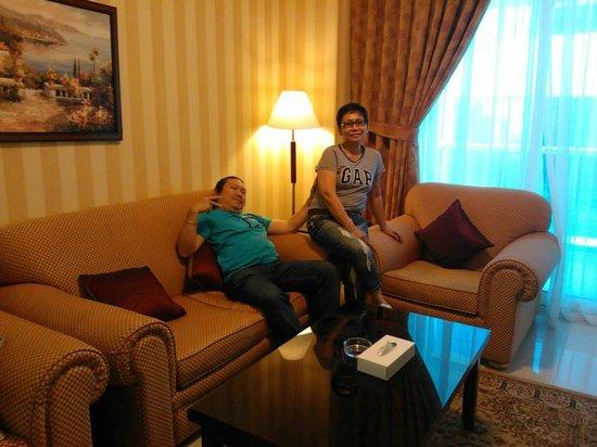 Asfar Hotel Apartment: Living Room