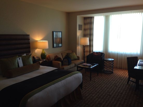 Thunder Valley Casino Resort: Spacious comfy king suite