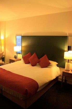 Hilton Dublin Kilmainham: Кровать в номере