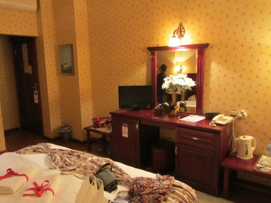 Angel's Home Hotel: our room