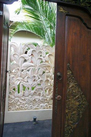 Bhavana Private Villas : そとから部屋へ
