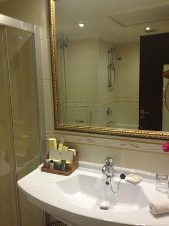 Excelsior Grand Hotel: bathroom