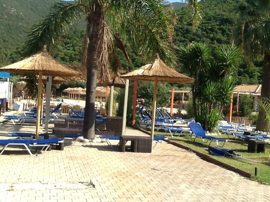 Antisamos Beach: Spiaggia di Antisamos ad ottobre