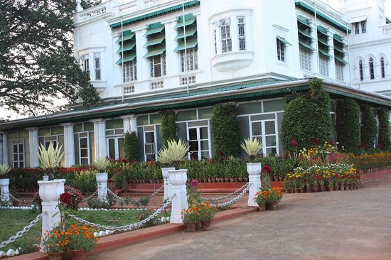 Green Hotel: hotel front view