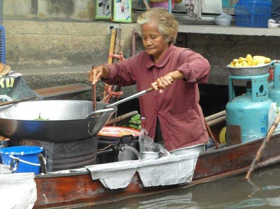 Damnoen Saduak Floating Market : Damnoen Saduak