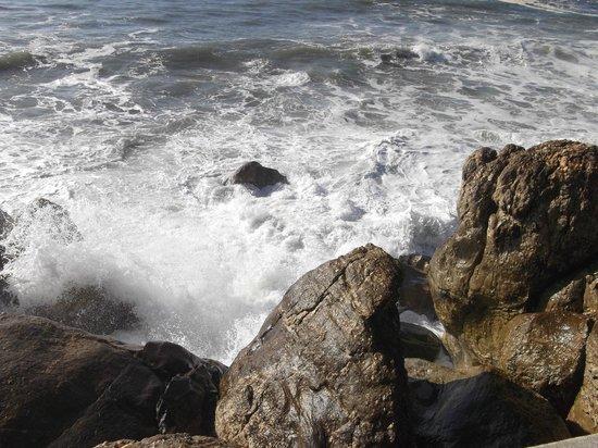 Golden Tulip Porto Gaia Hotel and Spa: Океан потрясает своей мощью!