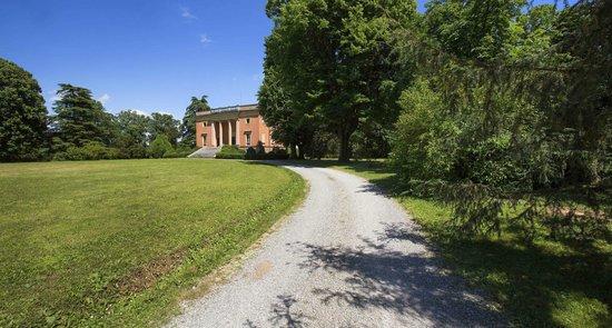 Villa Arno Bed and Breakfast: viale  ingresso
