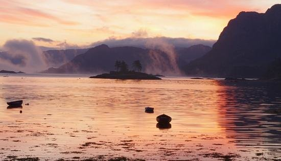 Plockton Hotel: A sunset at the doors of the room