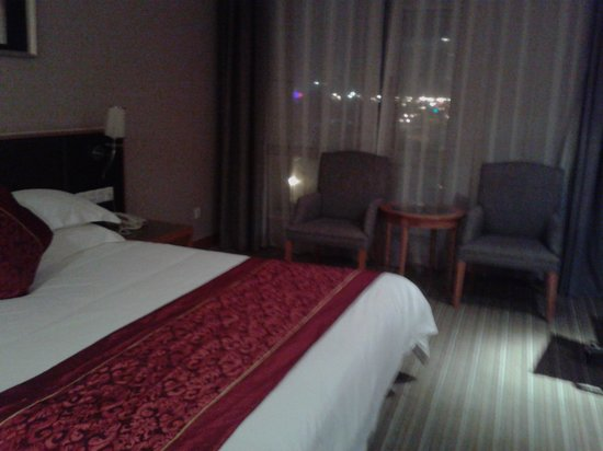 Joy Holiday Hotel Suzhou Renmin Road Branch Hotel: bed side